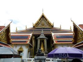 Statue du père de la médecine Thaï par les herbes.